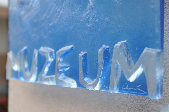 Artistic glass by Archiglass, Tomasz Urbanowicz at Karkonosze Museum in Jelenia Gora, Poland. All rights reserved.