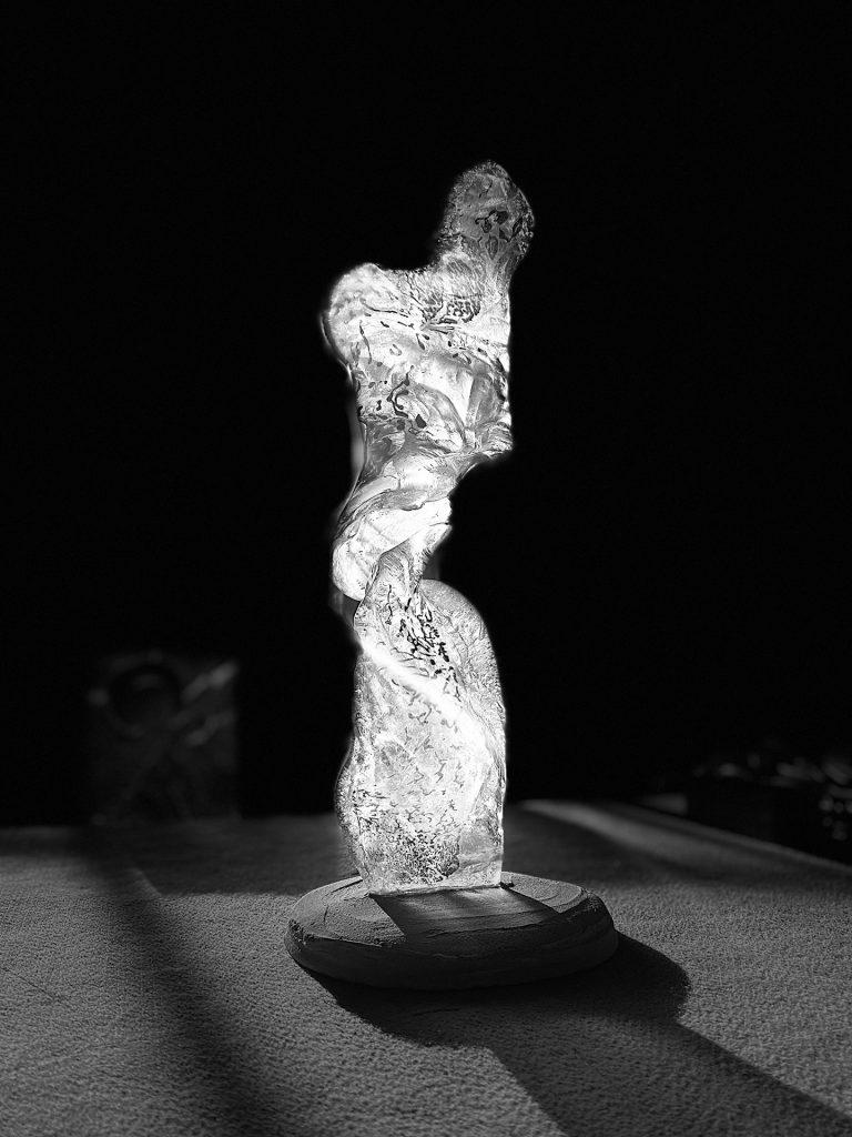 Szklana rzeźba na aukcji