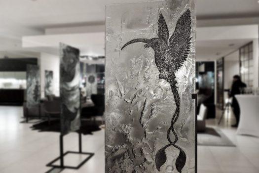 """ARCHIGLASS Tomasz Urbanowicz, prof. Przemysław Tyszkiewicz, Grafika w Szkle Artystycznym. Prints in Glass Art. """"3000 lat gwarancji"""" Corsydiany, Koliber"""