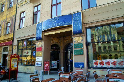 Artistic glass by Archiglass, Tomasz Urbanowicz at the Passage Under the Blue Sun (Pasaż Pod Błękitnym Słońcem) in Wrocław, Poland. All rights reserved.
