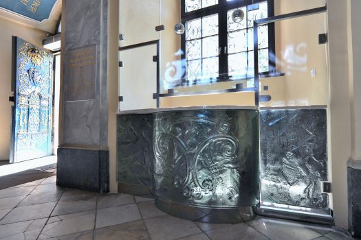 Artistic glass by Archiglass, Tomasz Urbanowicz at Main Building lobby of Wroclaw University, Poland. All rights reserved.